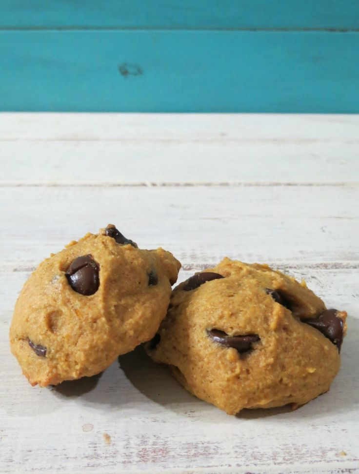 Pumpkin Chocolate Chip Cookies - A fluffy, cake like cookie that ...