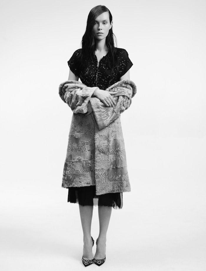 Пальто из каракуля, «Второй меховой»; шифоновое платье, расшитое стеклярусом, Prada; атласные туфли, расшитые стеклярусом и стразами, Christian Louboutin.