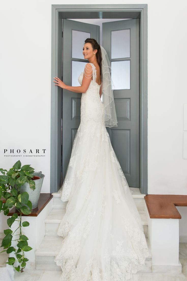 #happymonday with the bride of the week! Photo by: @StudioPhosart   #destinationwedding #Santoriniwedding
