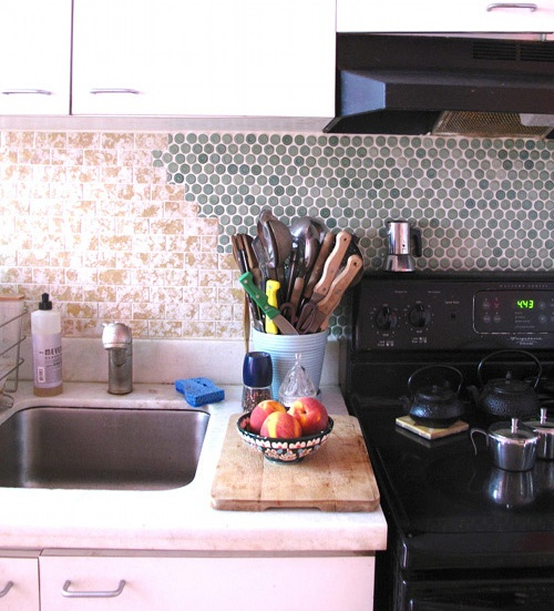 Look! A Backsplash Made of 3 Different Ceramic Tile