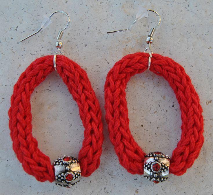 Orecchini a cerchio in cotone realizzati a mano con la tecnica del tricotin
