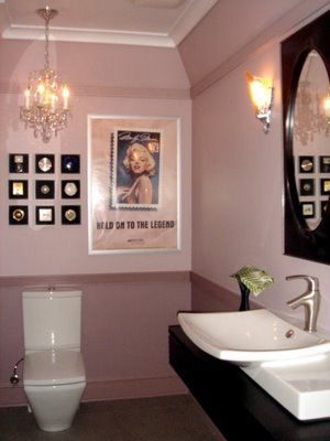 Marilyn Monroe 1995 Stamp Poster in a Marilyn INspired Bathroom, discountdesignerfabrics.blogspot.com