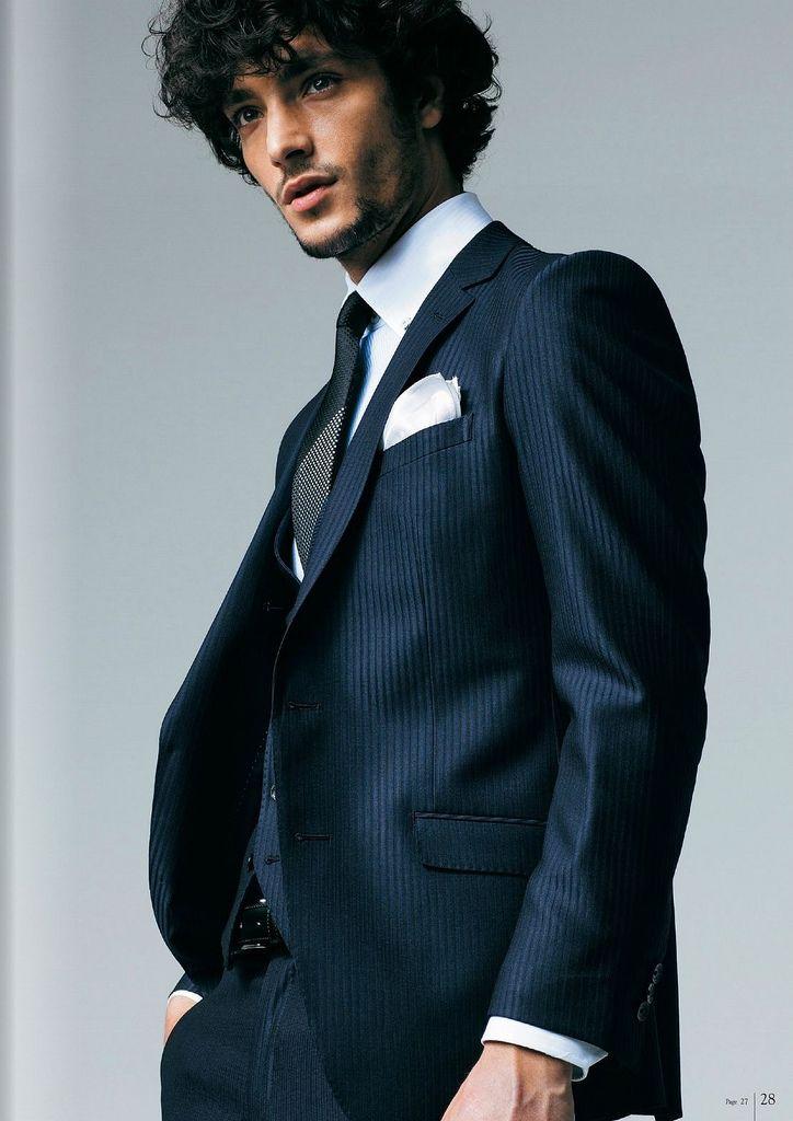 <結婚式 服装 男性 列席者スタイル> 光沢感のあるスーツスタイル