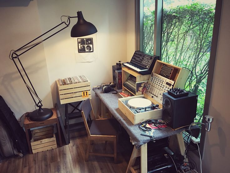 Beautiful Temporary Work Space / Making Music / Home Studio