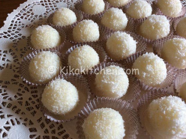 Le palline al cocco sono dei deliziosi dolcetti semplici da preparare a base di farina di cocco e mandorle all'interno. Pronte in poco tempo...