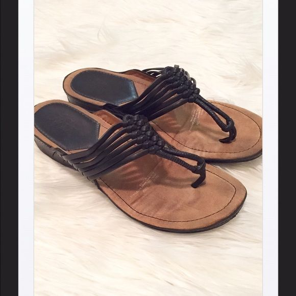 Life Stride Black Strappy Comfort Sandals,10 Super comfortable sandals for all day walking. I wore these one time, so they are still in excellent condition! Soft comfortable soles with strappy thongs. From a smoke and pet free home. Bundle it with over 200 items for an additional 20% off or more! Life Stride Shoes Sandals