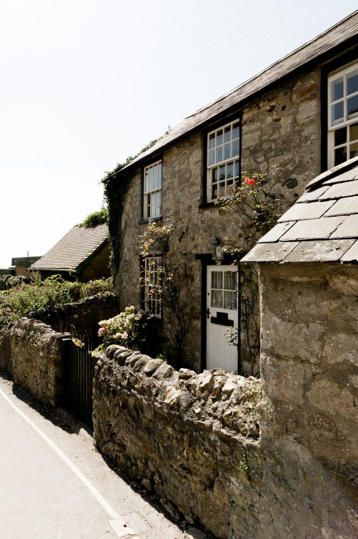 Pretty cottages in Lulworth #england #cottage
