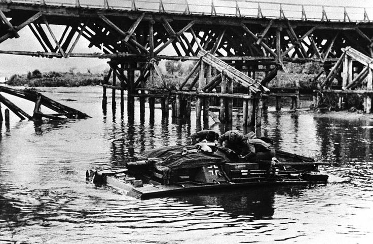 Stug III river crossing in Russia