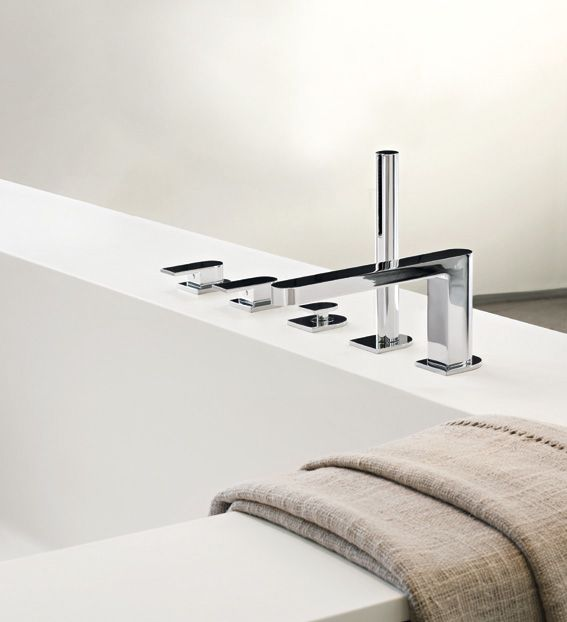 Aesthetically, the shape of each Mare component looks like a prism on an oval base. This leads to the creation of long, curved lines resulting in a unique design. #fantini #fratellifantini #fantinirubinetti #design #bathroom #bagno #rubinetto #faucet #faucets #homeideas #luxurydesign #luxury #vascadabagno