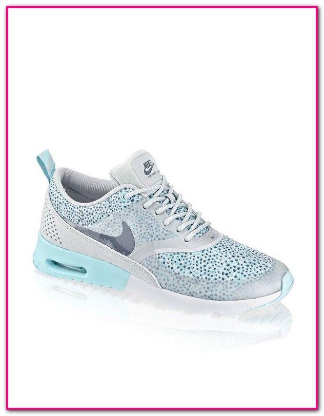 61204168c58485 Nike Glitzer Schuhe Damen-Farbe   WEIß Glitzer. Das Obermaterial ist  Textil