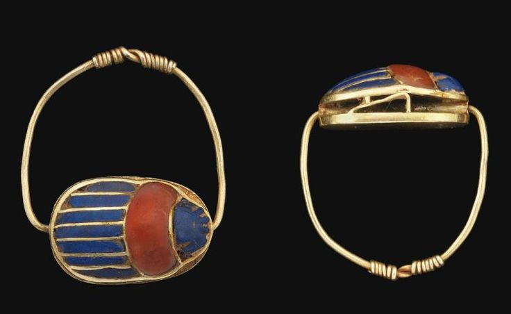 Egyptian gold cloisonné scarab finger ring, Middle Kingdom, 12th Dynasty, 1800 B.C. Scarab composed of strips of lapis lazuli inlay along the length of the wing-case, thorax inlaid in cornelian, head in lapis lazuli, legs made from thin strips of gold either side, a horizontal tube securing the thin wire hoop with twisted terminals, on a solid gold base-plate, 2.3 cm wide. Private collection