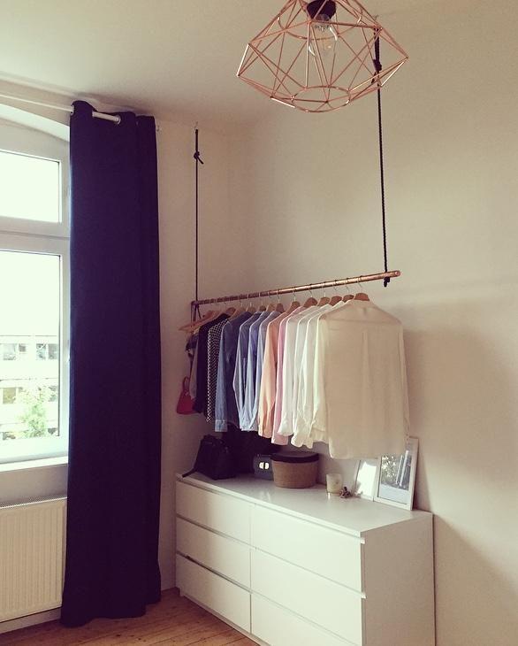 DIY Kupferrohr #Kleiderstange an dunkelblauer Samtk…