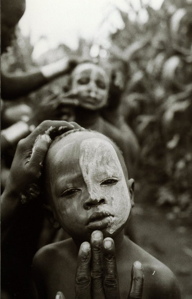 Rock the child  Africa   Omo Valley, Ethiopia   © Dave Watts