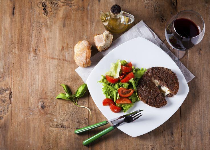 koolhydraatarme hamburger met brie en ui
