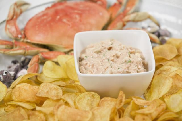 Looking for an easy, tasty party dip? This crab dip recipe is made with canned crabmeat and cream cheese and mayonnaise.
