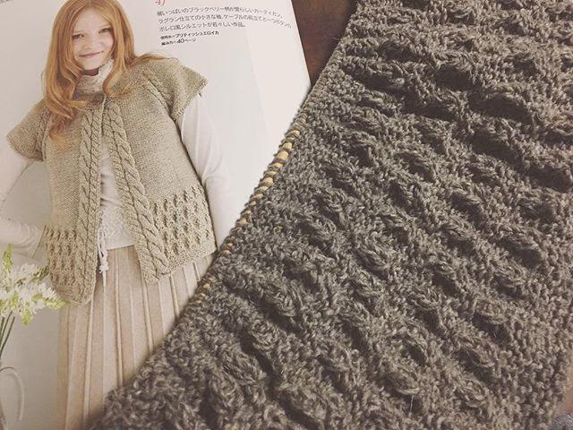 2016-12-13 #dLana 、編むもの変えました。 この本を買った時から編みたいと思ってた#カーディガン 。 2008年の#ヨーロッパの手編み だよ。 8年も寝かせとったわ。😑💦💦 先日編み上げたロングコート(ロングカーディガン?)でやっぱり着られるものっていいなぁって。 後身頃の模様編み(ブラックベリーステッチ)部分終わりました。 この糸、とっても素朴で編みかけた三國さんのパターンにピッタリだっただんだけどなぁ。もっと思い切って買っておくべきだったわ。 早くブリティッシュエロイカ届かないかなー! #編み物 #手編み #あみもの #amimono #knit #knitting #knitstagram #knittersofinstagram #handknit #handknitting #棒針編み #knittingaddict #instaknitters #knittersofig #igknitters #knittersoftheworld