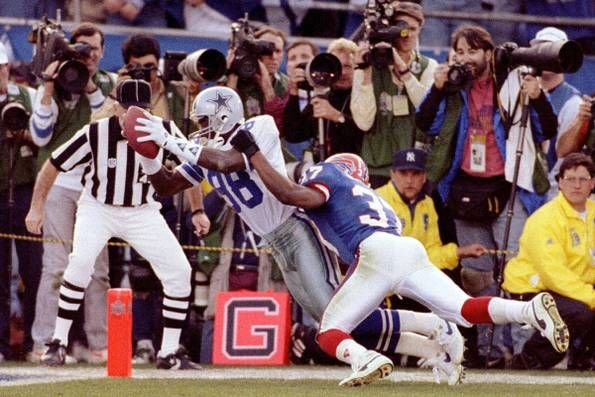 Cowboys receiver Michael Irvin scores the last touchdown in the second quarter as Buffalo's Nate Odomes defends in Super Bowl XXVII in Pasadena, Calif. on Jan. 31, 1993.
