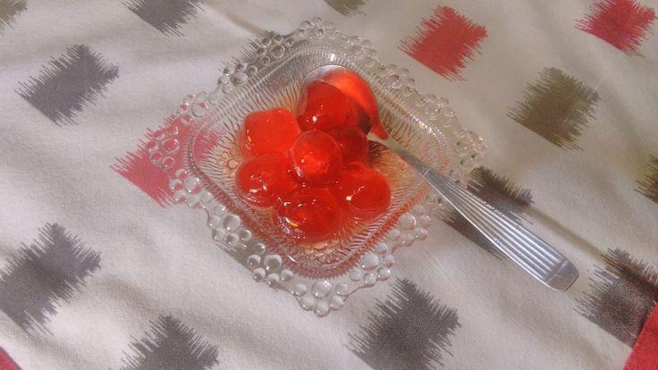 Το Γλυκό του κουταλιού κεράσι είναι μια παραδοσιακή συνταγή που την έφτιαχνε η γιαγιά μου και την προτείνουμε σε όλους ανεπιφύλαχτα.