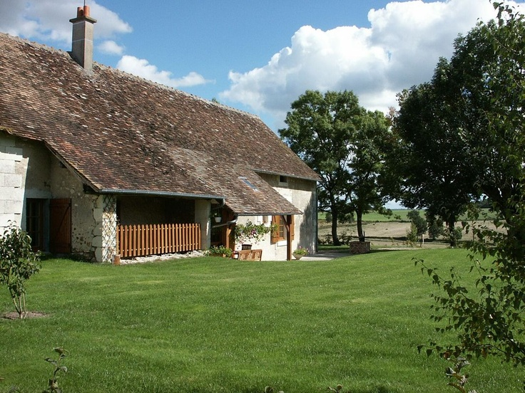 Gîte de la Garbouillère : independant house developped in a farm from the XIX century. Garden : 1000 m² with a beautiful view on the countryside. Gîte of 4 chambres for 8 people  located in the Loches south.