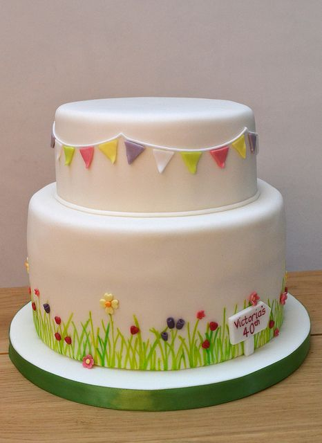 Garden Party Cake by madebymariegreen, via Flickr Bunting and deviation on base otherwise a tad plain/unfinished.