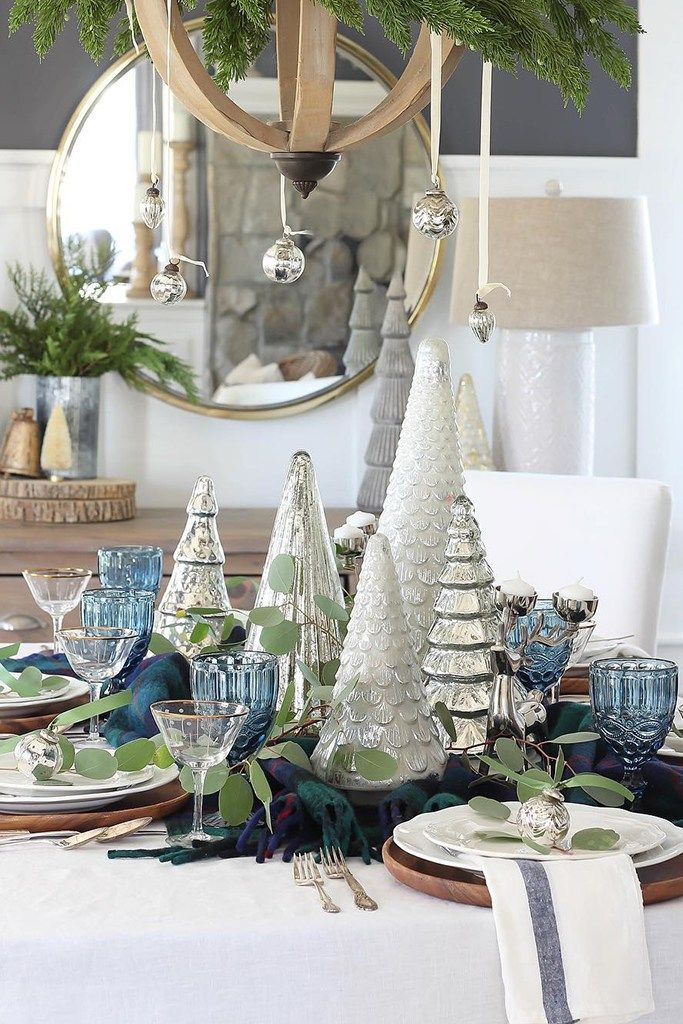 Christmas Tablescape Ideas Holiday Tablescapes Holiday Table Settings Silver Christmas Decorations