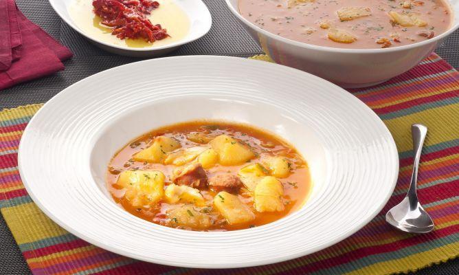 Receta de patatas con bacalao al estilo de La Rioja, elaborada por el cocinero Bruno Oteiza.