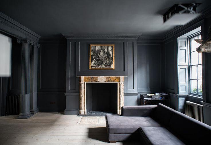 Total grey for this living room in a house in London / Tutto grigio per questo salotto di una casa a Londra