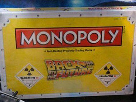 Para assinalar os 30 anos da saga de cinema «Regresso ao Futuro», foi anunciada uma edição especial do popular jogo de tabuleiro «Monopólio», que tem lugar nas ruas de Hill Valley.