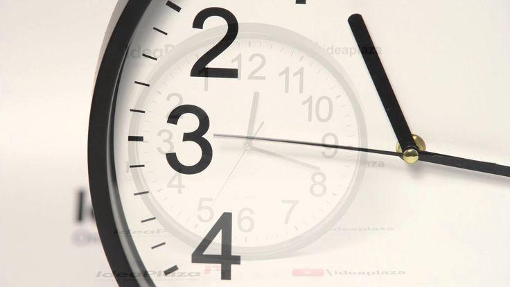 Nu este o greseala... acest #ceas de perete chiar merge invers... dar perfect normal. :-)