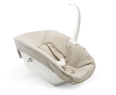 Das Newborn Set fördert von Geburt an die Interaktion, weil es Ihr Neugeborenes am Tisch auf Augenhöhe mit dem Rest der Familie zusammenbringt. Das ermöglicht den Blickkontakt und ist eine tolle Gelegenheit, gemeinsam wertvolle Zeit miteinander zu verbringen und die Familienbande zu stärken. Im ergonomisch geformten Sitz ist Ihr Baby komfortabel aufgehoben.