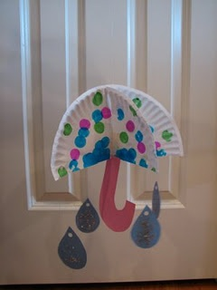 Umbrella and raindrops craft. If I do a weather themed classroom, the kids could make these for class decorations! April Craft