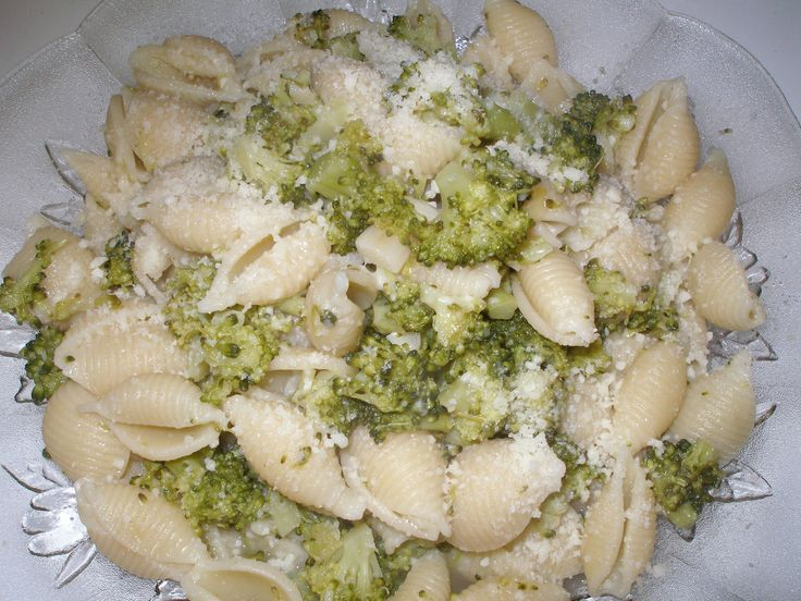 Broccoli and Shells--Cooking with Nonna