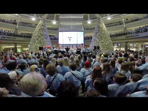A group of 5,000 people gathered at The Mall Of America on Friday. | 5,000 People Gathered At The Mall Of America To Sing A Song Written By A Teen Who Died Of Cancer