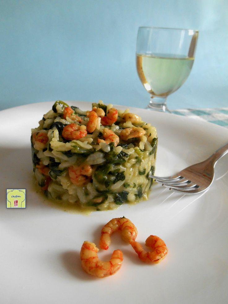 RISOTTO SPINACI E GAMBERETTI, una ricetta facile e veloce, un risotto delizioso e scenografico, perfetto per far colpo sui vostri ospiti.