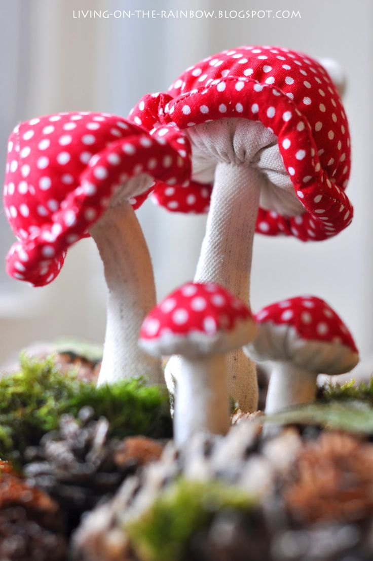 Живущая на Радугe: Рождественский венок и Мухоморы..... (oooooh.....love, love, LOVE these mushroomies!!!)....
