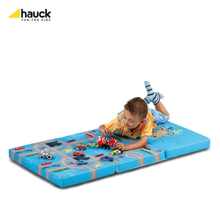 Ninio.ro va pune la dispozitie spre achizitionare: Saltea pliabila Hauck Playpark poate fi folosita ca spatiu de joaca sau poate fi pusa in pat in timpul calatoriilor. Salteluta Hauck este imbracata in bumbac si este usor de depozitat, fiind pliabila si compacta.