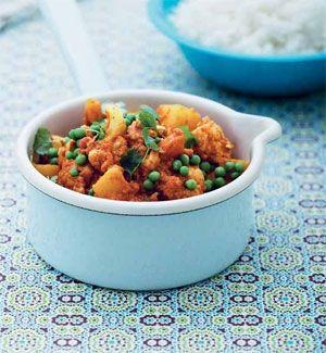 En curry er god og krydret hyggemad, som kan spises med ske fra en skål. Server retten efter en hektisk dag, hvor der er brug for at give lidt slip på formerne.