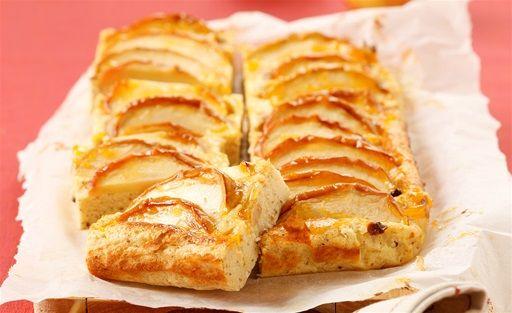 Topfen-Grieß-Kuchen mit Äpfeln