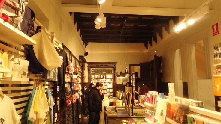 """Librería """"La Central"""" en Callao"""