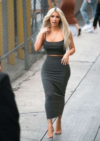 4d81465aa029 Kim Kardashian Long Skirt - Kim Kardashian paraded her figure in a gray  maxi pencil skirt while headed to 'Kimmel.'