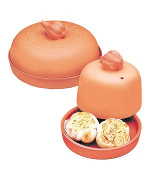 A must-have for garlic lovers, this set comes with two terra-cotta baking dishes that are specially for cooking the bulbs. Recipes are included for added ideas on how to use these tasty treasures.