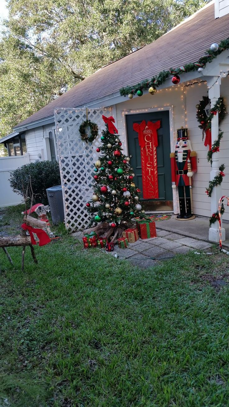 Diy christmas lawn decorations wood - My Step By Step Diy Life Sized Nutcracker How To Pots Planters Valve Christmas Decorating