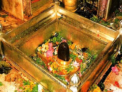 Kashi Vishwanath Temple is one of the holy and famous Jyotirlingas dedicated to Lord Shiva. According to puranas, lord himself declared Kashi as his royal residence. Kashi is a place to attain Liberation of our soul. People here live to die rather than living.