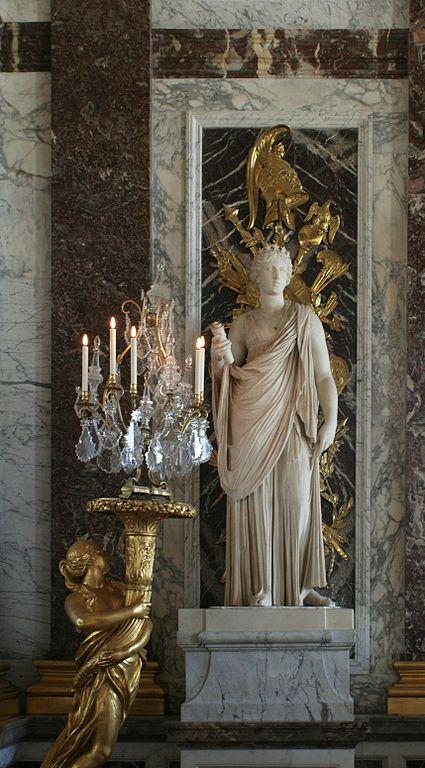 Château de Versailles, galerie des glaces, la muse Uranie (restaurée par Bouchardon), statue antique [époque classique (480-323 avant J.-C.) (Grèce antique)] en marbre, placée dans la Galerie des...