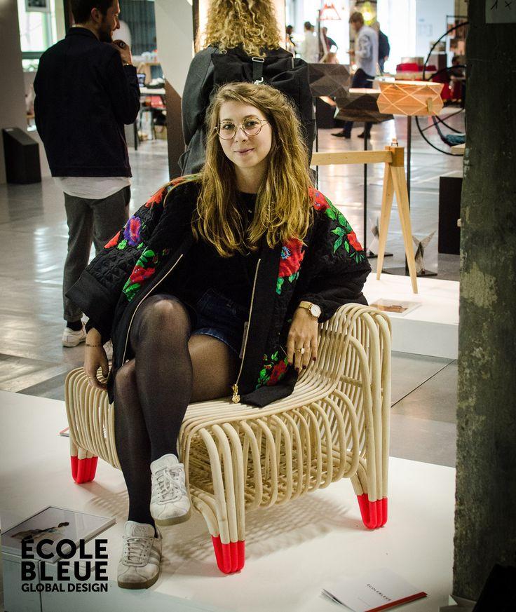 L'assise « Liku», design Juliette Chalumeau. « Liku » est le résultat d'expérimentations et de recherches sur la souplesse et les limites du rotin. La répétition des tiges de rotin de petits diamètres permet de garder une grande souplesse et apporte le confort nécessaire. Avec une approche différente des techniques de tressage traditionnel de la vannerie et l'utilisation de pièces en impression 3D, ce fauteuil propose une approche contemporaine du travail du rotin.