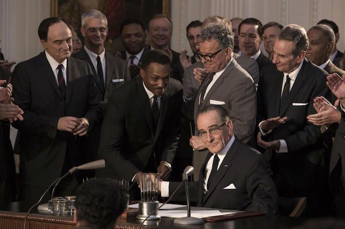 Bryan Cranston (Lyndon B. Jonhson) et Anthony Mackie (Martin Luther King) dans All The Way sur HBO