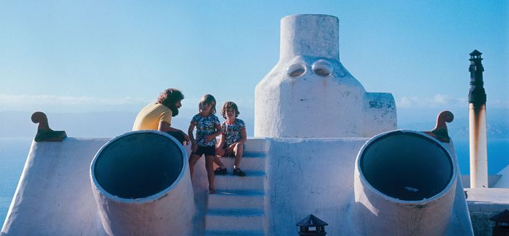 Ian Athfield with his sons, Zac and Jesse, on the roof of their Wellington home. Photograph courtesy of Tony Athfield.