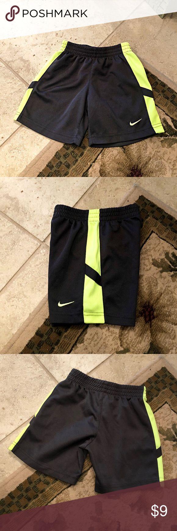 Nike Shorts Jungen grau Nike Shorts mit gelben Seiten. Gelber Nike Check unten …   – My Posh Picks