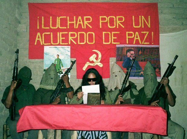 En juin 1998, le Sentier lumineux effectue une déclaration demandant des preuves qu'Abimael Guzmán, incarcéré depuis six ans, est encore vivant (AFP)