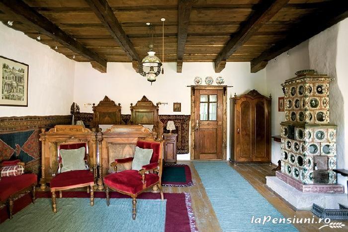 ru_royalty: Встреча наследной пары Румынии с принцем Уэльским в его резиденции в Трансильвании (Valea Zălanului)